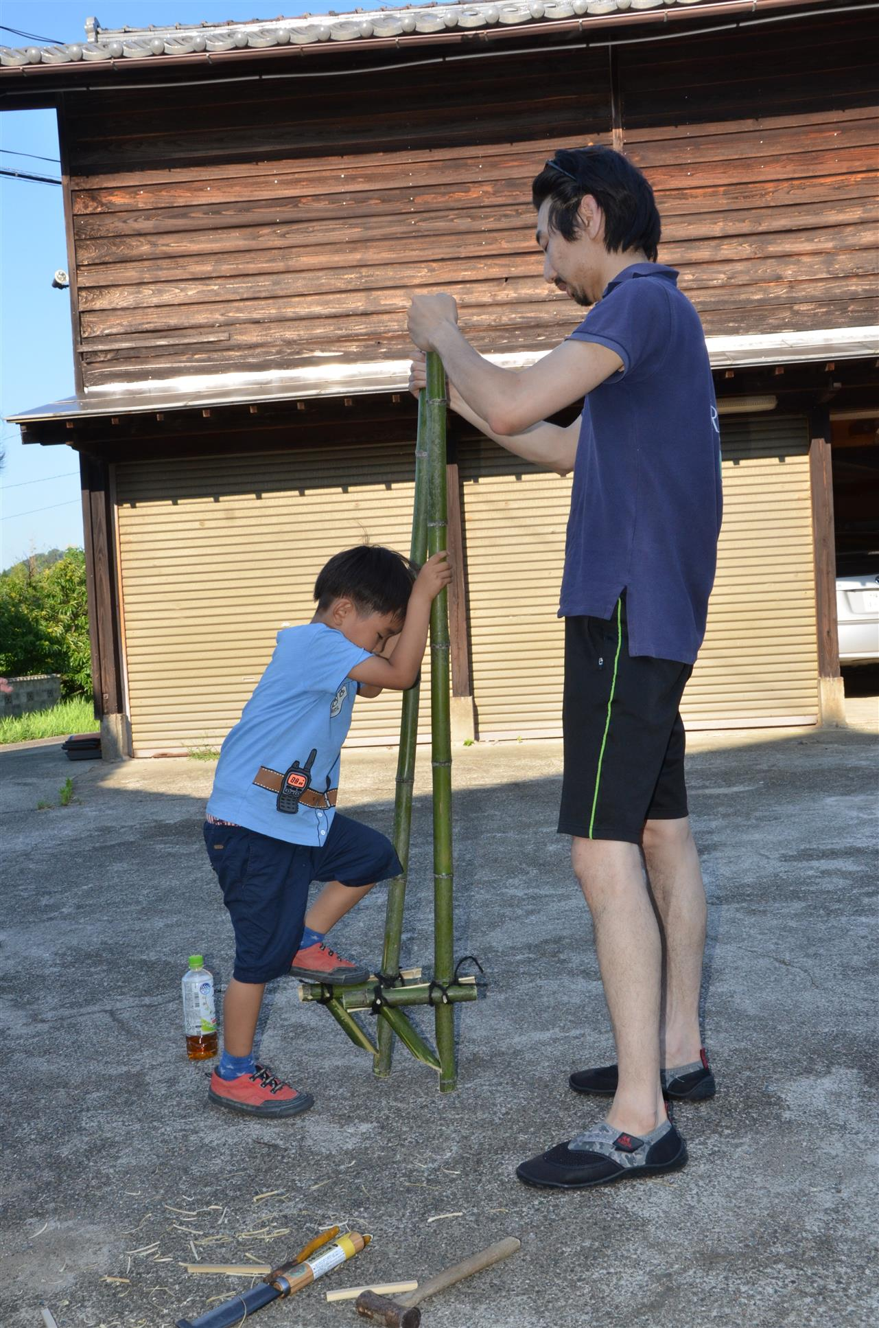 竹工作 Making Bamboo Stilts