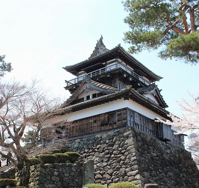 丸岡城 日本最古の天守閣を持つ Maruoka Castle- its castle tower is the oldest in Japan